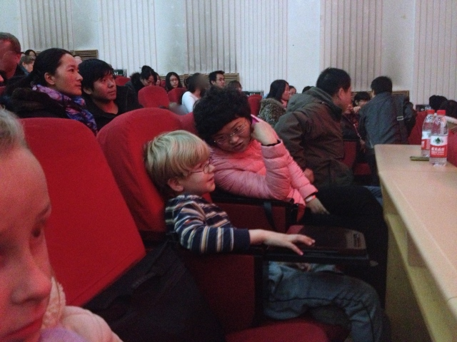 Asher talking in Chinese with a lady in the audience last Friday.
